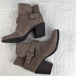 NWT BCBG Generation Aries Tan Boots. Size 8.5M